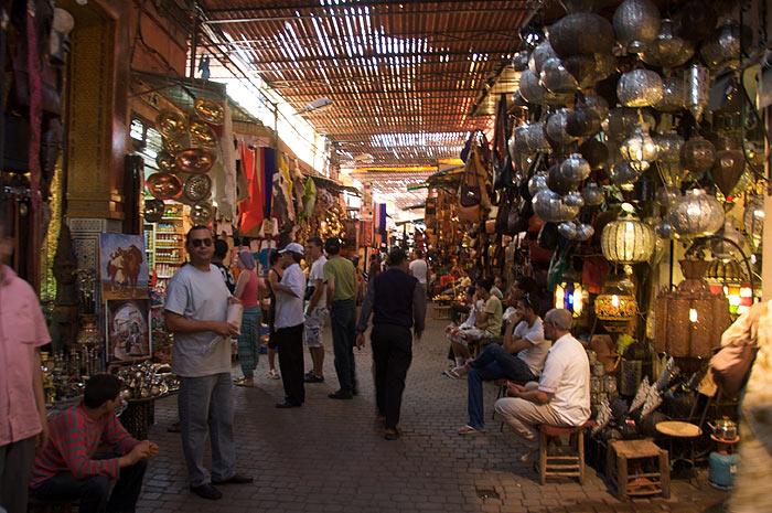 Souk w medynie Marrakeszu